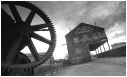 (2D)   This canal crane is a reminder of the heavy-industrial past. It stands right next to the Sheffield-Rotherham canal